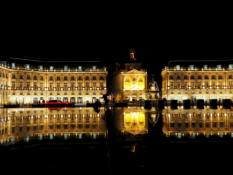 フランスのボルドーの名所「ブルス広場」と「シテ・ドゥ・ヴァン」の観光ポイント